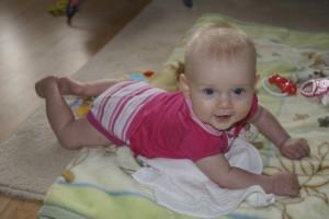 Dziecko na brzuszku - piąty miesiąc życia