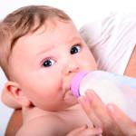 Naturalne karmienie kontra butelka