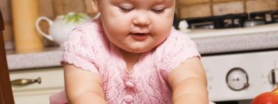 Wprowadzanie pokarmów stałych w diecie niemowlaka