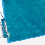 Karmienie piersią na basenie: czy to nie przesada?