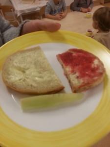 Śniadanie we wrocławskim przedszkolu Źródło Zdrowe Żywienie Małych Wrocławian
