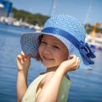 Modne okrycia głowy dla dziewczynek na lato