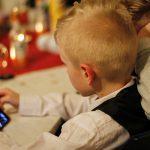 W jakim wieku kupić dziecku telefon?