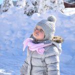 Raz ciepło, raz mróz – jak mądrze ubierać zimą dzieci