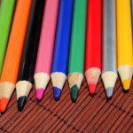 Jak nauczyć dziecko rozpoznawać kolory? Przykłady zabaw