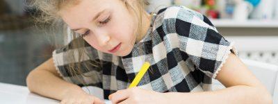 Leworęczne dziecko w szkole, czyli wyzwania, z którymi dasz sobie radę