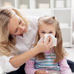 Pierwsza pomoc przy infekcji. Gdy dziecko zaczyna kichać…
