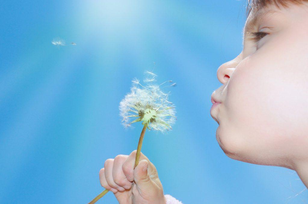 nieprzyjemny zapach z ust u dziecka