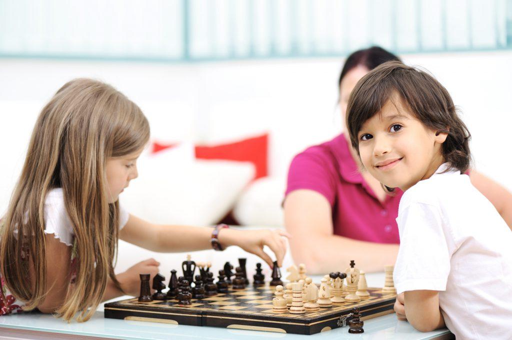 naucz dziecko grać w szachy