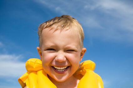 Jak chronić małe dziecko przed upałem? To ważne!