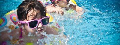 Zabawki do nauki pływania dla dzieci – jakie wybrać?